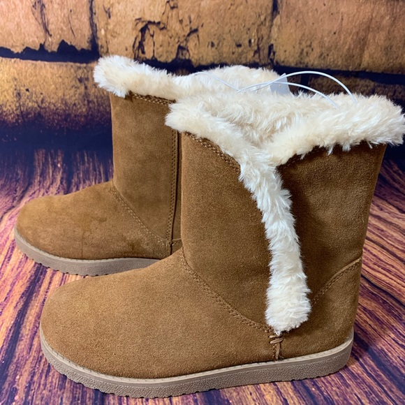 Brand New Women/'s Daniah Suede Winter Boots Choose Color! Universal Thread
